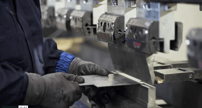 Tìm hiểu về chấn kim loại tấm và kỹ thuật gia công chấn kim loại